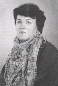 Нина Юрьевна в платочке